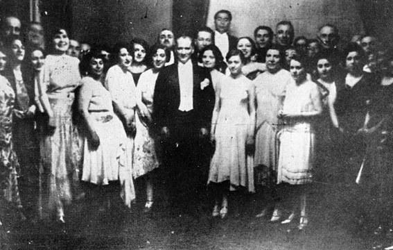 Atatürk'ün sanatçı kişiliğinin sanata ve sanatçıya bakışına etkileri 7